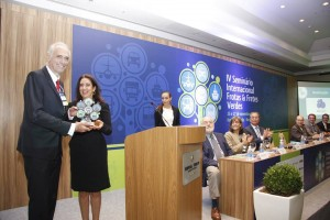 Entrega do troféu FFV 2015 - Pesquisador Individual (para o Prof. Richard Stephan